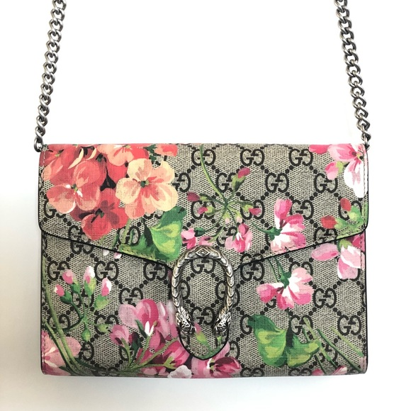 Gucci Handbags - Gucci Dionysus blooms print mini chain bag c97256fa4418f